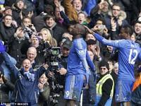 Chelsea thắng Man Utd nhưng mất Ashley Cole