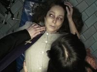 """Nổi da gà với người mẹ giữ xác con trai bằng """"rượu"""" suốt 18 năm"""
