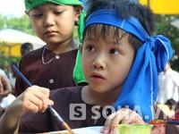 Hội chợ Trung thu trẻ em: Bán cả coóc-xê lẫn dao tông!