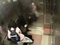 Choáng với cảnh nam thanh niên bị thiếu nữ đánh một cách thô bạo