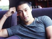 Dân mạng bất ngờ với giọng hát của Johnny Trí Nguyễn