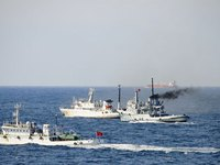 Cận cảnh tàu tình báo điện tử Mỹ bị Triều Tiên bắt giữ