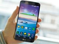Smartphone độc màn hình cong LG G Flex giảm mạnh 2 triệu đồng