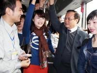 Bộ trưởng Thăng thấy xe buýt khác Bí thư Hà Nội