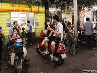 """Việt Nam bây giờ: """"Xếp hàng làm gì cho mất thì giờ"""""""