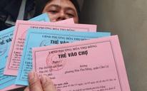 """Người Đà Nẵng đi chợ bằng """"thẻ đi chợ màu hồng, màu xanh"""" để phòng dịch Covid-19"""