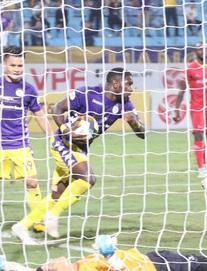 TRỰC TIẾP Hà Nội FC 1-1 Bình Dương: Văn Quyết trượt 11m, Rimario vớt hy vọng cho chủ nhà