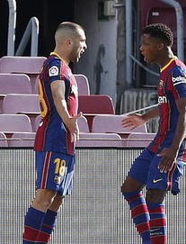 TRỰC TIẾP Barca 1-2 Real: Mang về 11m, Ramos dứt điểm thành công cho đội khách