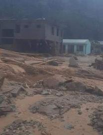Hiện trường tìm kiếm nạn nhân bị vùi lấp trong thảm họa sạt lở ở Trà Leng, Nam Trà My