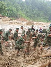 SẠT LỞ Ở QUẢNG NAM: Trà Leng lại đổ mưa lớn, tìm kiếm nạn nhân rất khó khăn; Bay Flycam đề phòng lũ ống