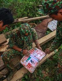 [Ảnh] Những thứ còn sót lại dưới đống hoang tàn ở vụ sạt lở Trà Leng sau 48 giờ tìm kiếm
