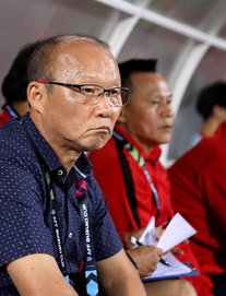 """TRỰC TIẾP V.League: Quang Hải ngồi dự bị; thầy Park theo sát 2 """"họng súng"""" của ĐT Việt Nam"""