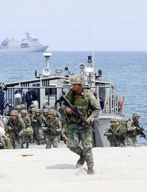 """Biển Đông: Lên án Bắc Kinh hành động """"xã hội đen"""", Mỹ có thể cấm vận quan chức TQ vì yêu sách phi pháp"""