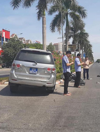 """Lãnh đạo UBKT Tỉnh ủy nói về bức ảnh """"3 cán bộ đứng cầm điện thoại, nạn nhân nằm gục"""" sau tai nạn"""