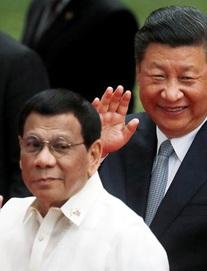 """Mỹ-Trung cùng ráo riết lấy lòng 1 nước ở biển Đông: Điều quan trọng khiến Bắc Kinh """"ngậm ngùi"""" kém cạnh"""