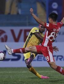 """TRỰC TIẾP Viettel 0-1 Hải Phòng: Thủ môn Nguyên Mạnh toát mồ hôi, ĐKVĐ """"hút chết"""" bàn thứ hai"""