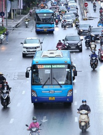 22 chốt kiểm soát ở Hà Nội vẫn yêu cầu giấy xét nghiệm Covid-19. Số ca mắc mới và tử vong trong 24h lại tăng