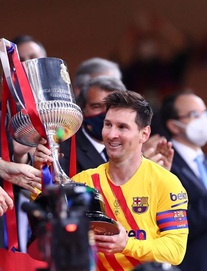 Chạy 70 mét để lập siêu phẩm, Messi cùng Barcelona giành ngôi vô địch đầy thuyết phục