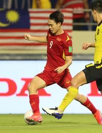 """Khiến Malaysia ôm """"cục tức"""" lớn, Văn Toàn vẫn cần cẩn trọng với """"ngón nghề"""" gây tranh cãi"""