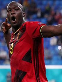 """Euro 2020: Bùng nổ dữ dội, Lukaku """"nhấn chìm"""" đội tuyển Nga trong ngày ra quân"""