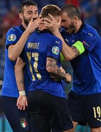 """Italia hùng dũng khẳng định tham vọng vô địch; Gareth Bale hóa """"siêu nhân"""" gồng gánh Xứ Wales"""