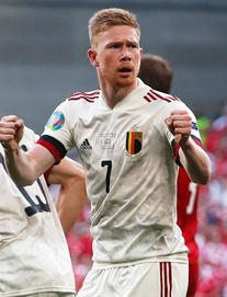 """Kevin De Bruyne làm cả thế giới trầm trồ; Hà Lan đoạt vé trong ngày lốc da cam hóa """"tường thép"""""""