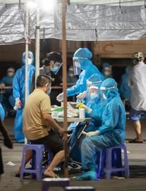 Phong tỏa chợ ở Hà Nội, nơi có F0 đến mua hàng. Ngày 22/9, Việt Nam có 11.527 ca mắc mới, 5.870 ca trong cộng đồng