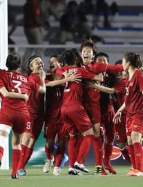 Thủ tướng Nguyễn Xuân Phúc gọi điện biểu dương các cầu thủ nữ Việt Nam giành HCV SEA Games