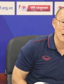 """HLV Park Hang-seo bị hỏi vặn về Huy Toàn, Văn Quyết: """"Đừng đặt vấn đề mâu thuẫn cá nhân"""""""