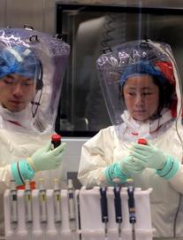 Nghi vấn Vũ Hán để lọt virus Corona gây viêm phổi từ phòng thí nghiệm: Không có lửa làm sao có khói?