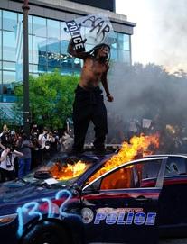 """Mỹ đỏ lửa vì biểu tình, Trung Quốc đưa tin dồn dập kèm lời """"đá xoáy"""": Khung cảnh đẹp!"""