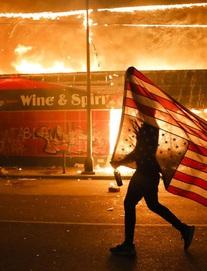 """""""Tổng thống Trump, đừng trốn"""": TQ liên tục nhắc tới Hồng Kông để """"đá xoáy"""" biểu tình ở Mỹ"""