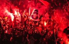 UEFA sắp đồng ý cho fan đốt pháo ngay trong sân
