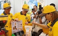 Thủ môn Kiều Trinh pha cà phê mời Tuấn Anh, Văn Toàn trong ngày khai trương cà phê Ông Bầu