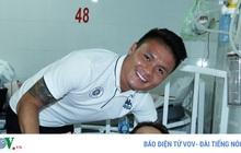 Quang Hải đến bệnh viện biến ước mơ của CĐV nhí thành hiện thực