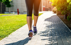 Bách bộ trường sinh: Nghiên cứu tuyệt vời trong 10 năm của Mỹ cho thấy đi bộ giảm 51-65% mọi nguy cơ tử vong