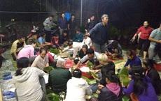 Người dân và học sinh Nghệ An trắng đêm nấu bánh chưng để kịp gửi hỗ trợ đồng bào vùng lũ