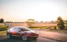 Chạy xe Tesla về nông thôn không có cọc sạc, tài xế Trung Quốc chọn dùng phương án cực kỳ liều lĩnh