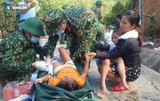 """""""3 đứa con bị đất đá vùi hết""""- Đôi mắt vô hồn của người mẹ, anh bộ đội thành giá đỡ truyền nước cho nạn nhân ở Trà Leng"""