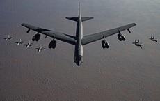 """B-52 Mỹ bất ngờ """"tàng hình"""" ở Israel trên đường bay tới Trung Đông: Chuyện gì đang xảy ra?"""