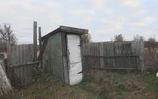 Người đàn ông sững sờ khi hàng xóm nhờ kéo 1 thứ ở dưới nhà vệ sinh lên, cảnh sát phải vào cuộc