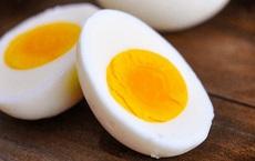 """Trứng ăn lòng đỏ hay lòng trắng sẽ tốt hơn: Chuyên gia dinh dưỡng mách cách ăn của """"người khôn"""""""