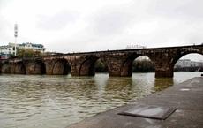 Hàng loạt cây cầu trăm tuổi của TQ đổ sập trong lũ, báo chí nói không chỉ do thiên tai