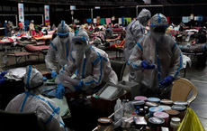 """AP giải thích: Tại sao Ấn Độ được dự báo sẽ có hàng loạt """"đỉnh dịch"""" Covid-19 liên tiếp?"""