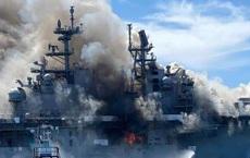 NÓNG: Siêu tàu đổ bộ tấn công Mỹ cháy dữ dội - Rất nguy cấp, mũi đã chúi xuống nước và lệch sang phải