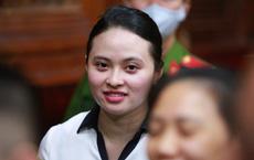 [Ảnh] Hot girl Ngọc Miu, trùm ma túy Văn Kính Dương vui vẻ với sang trò chuyện dù cách nhau 1 hàng ghế ở phiên xử