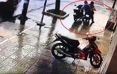 """Bất ngờ vụ """"trộm xe máy làm rơi ví"""": Một nạn nhân tới trình báo vì bị nghi ngờ là kẻ trộm"""