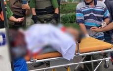 Người đàn ông la hét, cầm hung khí đuổi người đi đường rồi đâm vào bụng gây thương tích ở Sài Gòn