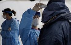 """Chuyên gia lý giải các trường hợp """"siêu lây nhiễm"""" virus SARS-CoV-2: Hội tụ 2 yếu tố xấu và kém"""