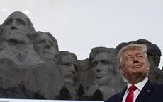 """""""Tôi bắt đầu cười nhưng ông Trump thì không"""": Dân Mỹ bối rối vì TT Trump muốn khắc mặt lên núi Rushmore"""